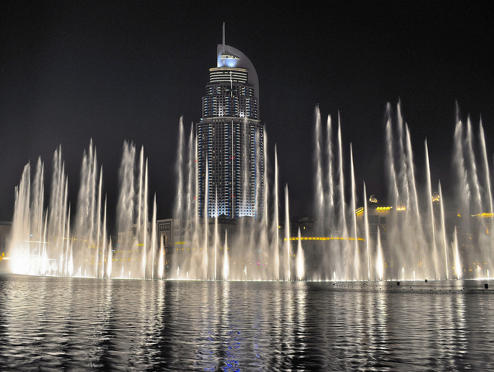 dubai-fountain-places-to-visit-in-dubai