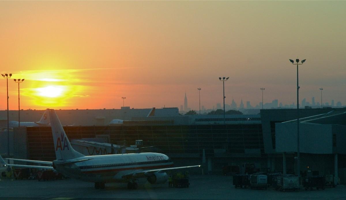 airport-263928_1280
