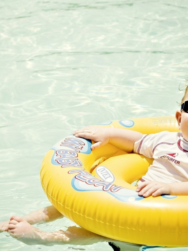 baby_life_buoy_swimming_pool_sun_glasses_54639_1920x1080
